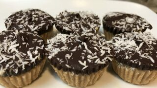 Double coconut chocolate cashew bites