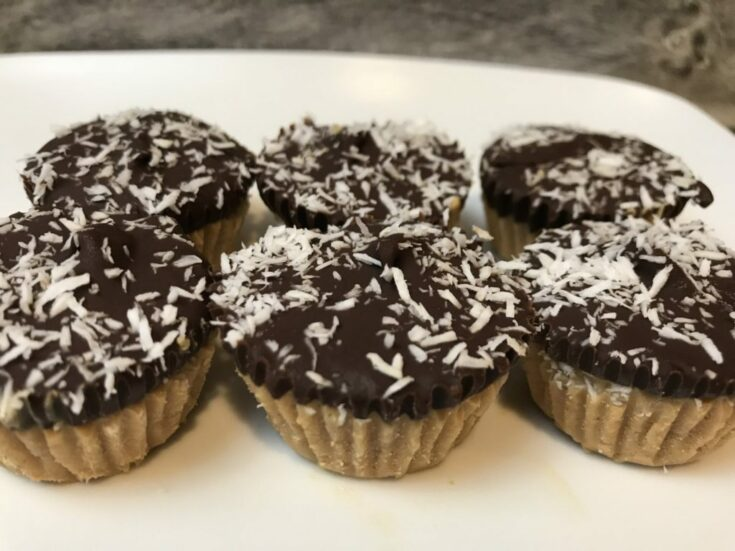 Double coconut chocolate cashew bites