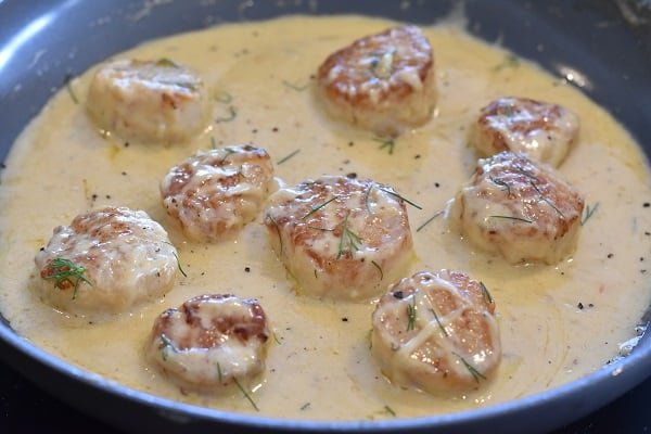 Keto Scallops in Garlic Cream Sauce