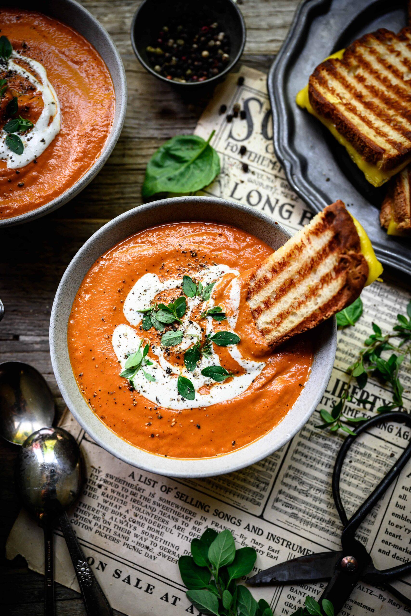 Creamy Vegan Roasted Tomato Soup